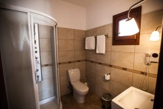 argo enosis apartments bathroom