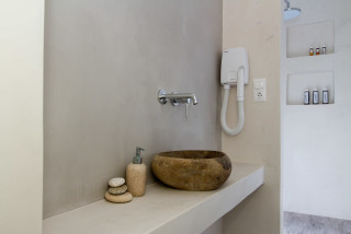 penthouse enosis apartments bath amenities
